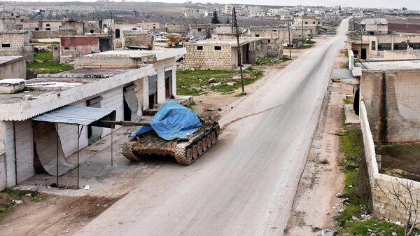 Танк на улице в сирийской провинции Идлиб