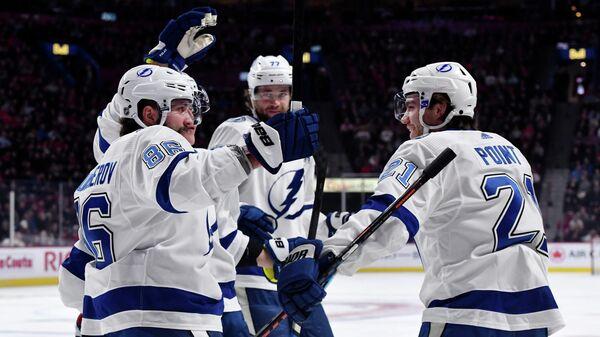 Хоккеисты Тампа-Бэй Лайтнинг в матче НХЛ