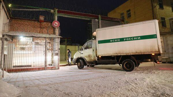 Атомобиль ФСИН у ворот колонии ИК-1, где отбывает наказание за контрабанду наркотиков израильтянка Наама Иссахар