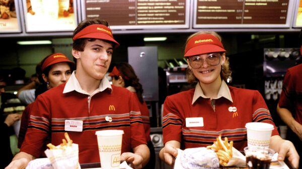 Официанты ресторана Макдоналдс
