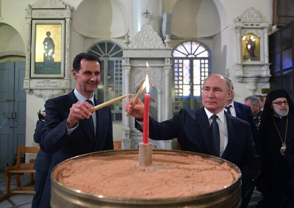 Президент РФ Владимир Путин и президент Сирии Башар Асад в кафедральном соборе Пресвятой Богородицы в Дамаске