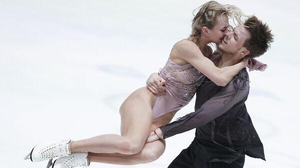 Виктория Синицина и Никита Кацалапов выступают с произвольной программой в танцах на льду на чемпионате Европы по фигурному катанию