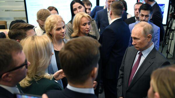 Президент РФ Владимир Путин во время посещения Центра управления регионом Московской области
