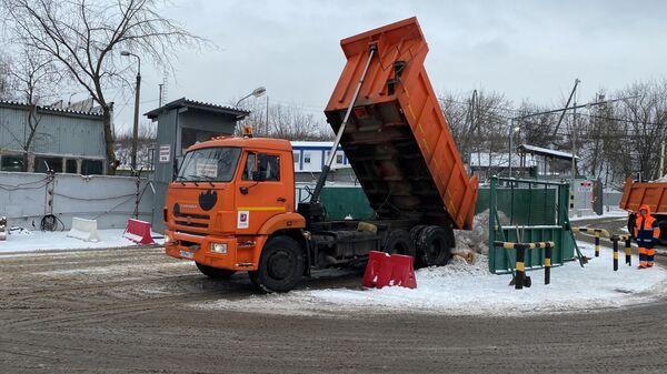 Работа снегоплавного пункта Лихоборский в Москве