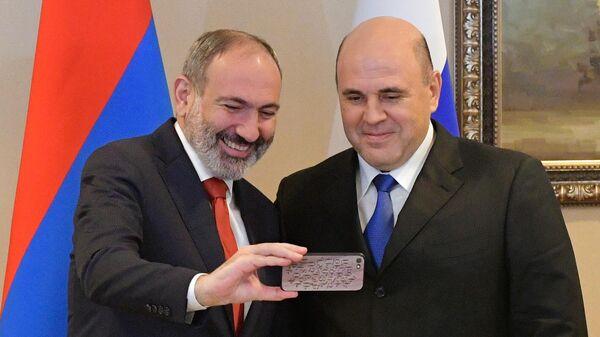 Председатель правительства РФ Михаил Мишустин и премьер-министр Армении Никол Пашинян во время встречи. 31 января 2020