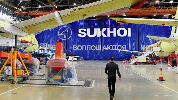Самолеты Sukhoi Superjet 100 в цехе окончательной сборки