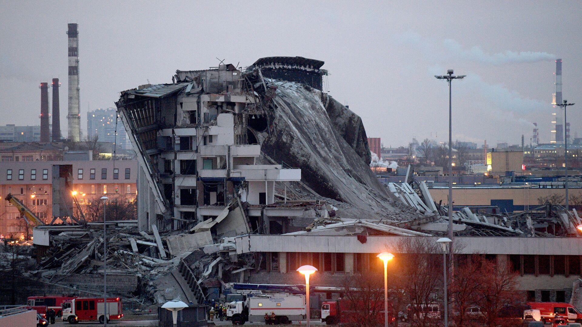 Обрушение крыши при демонтаже спортивно-концертного комплекса Петербургский - РИА Новости, 1920, 01.03.2021