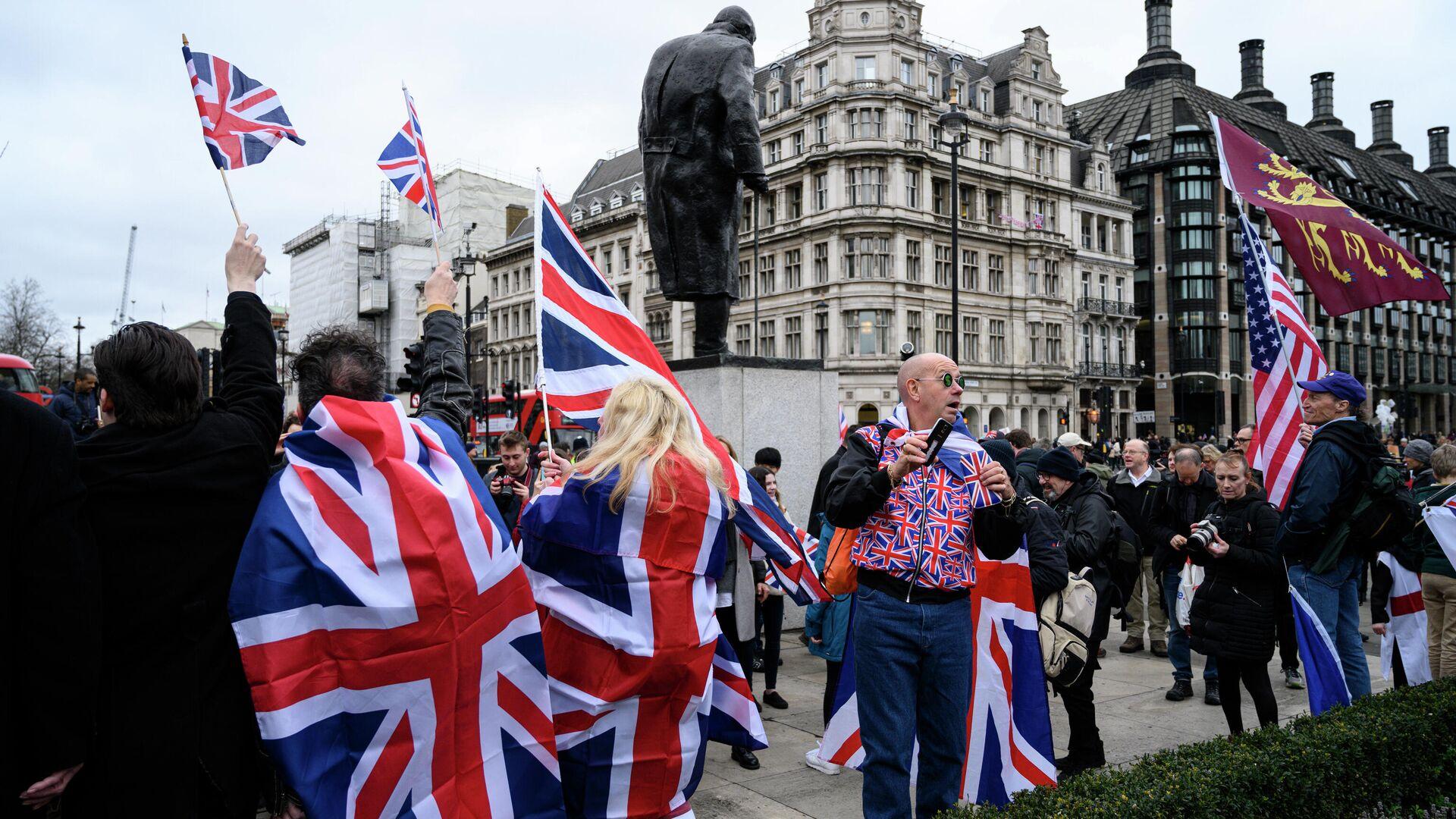 Сторонники Brexit на торжественных мероприятиях, посвященных выходу Великобритании из ЕС (Brexit Party) на площади Парламента в Лондоне - РИА Новости, 1920, 08.10.2020