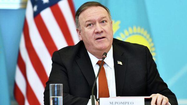 Госсекретарь США Майк Помпео во время встречи с министром иностранных дел Казахстана Мухтаром Тлеуберди в Нур-Султане