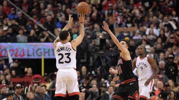 Игровой момент матча НБА Торонто - Чикаго