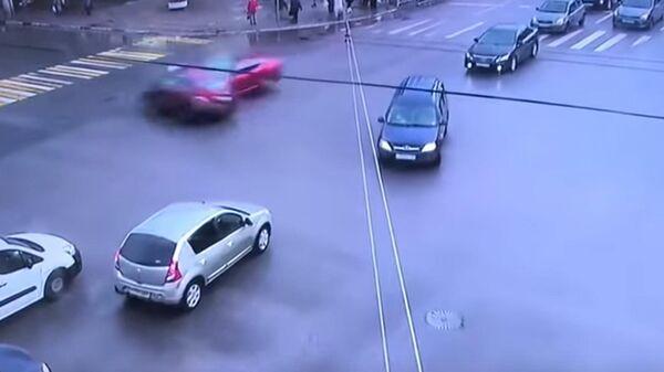 Момент смертельного ДТП в Твери попал на видео