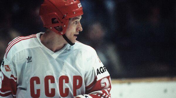 Нападающий сборной СССР Александр Скворцов. Чемпионат мира и Европы по хоккею с шайбой.