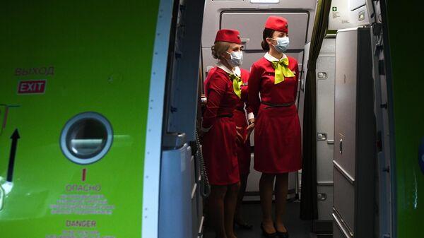 Бортпроводницы рейса авиакомпании S7