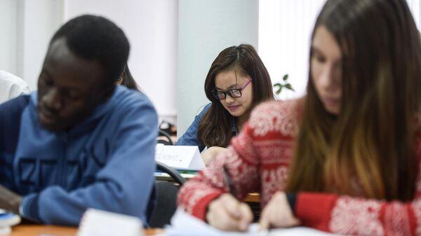 Студенты на уроке в Российском университете дружбы народов