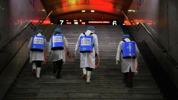Дезинфекция железнодорожной станции в китайском Куньмине
