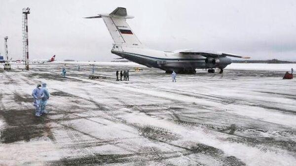 Самолет Ил-76МД российских ВКС с российскими гражданами, эвакуированными из КНР в связи с распространением коронавируса, сел в тюменском аэропорту Рощино