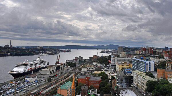Вид на Владивосток с крыши высотного здания администрации Приморского края