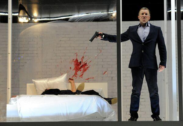 Сцена из спектакля Идеальный муж. Комедия в МХТ им. А. П. Чехова