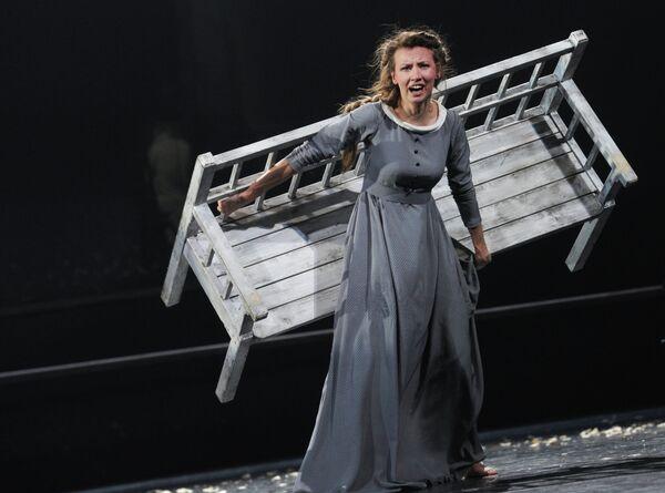 Вильма Кутавичюте (Татьяна Ларина) в сцене из спектакля Евгений Онегин