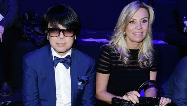 Модельер Валентин Юдашкин (слева) с супругой Мариной. Архивное фото
