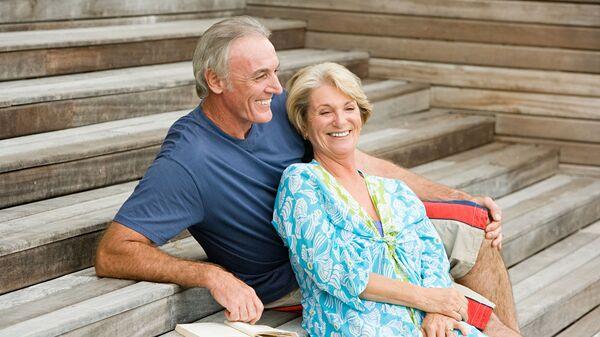 Счастливая семейная пара