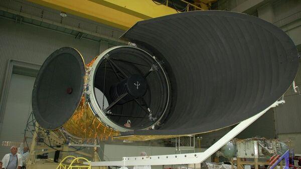 Космическая обсерватория Спектр-УФ в цехе НПО имени Лавочкина. Архивное фото