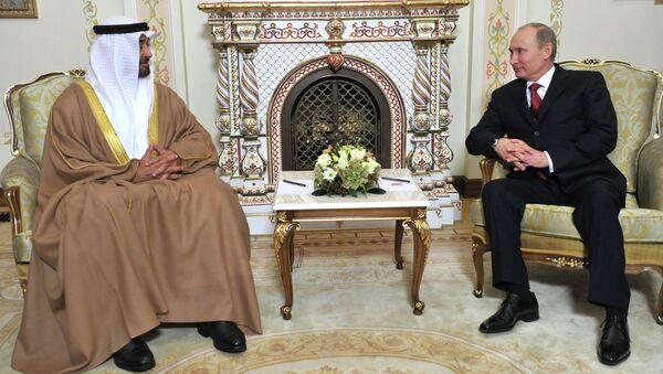 Президент России Владимир Путин и наследный принц Абу-Даби Мухаммед бен Заид Аль Нахайян. Архивное фото