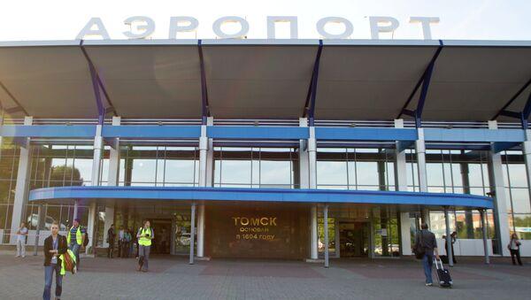 Аэропорт Томск, архивное фото