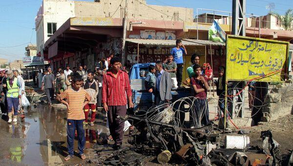 Жители места взрыва бомбы в Хилле, Ирак