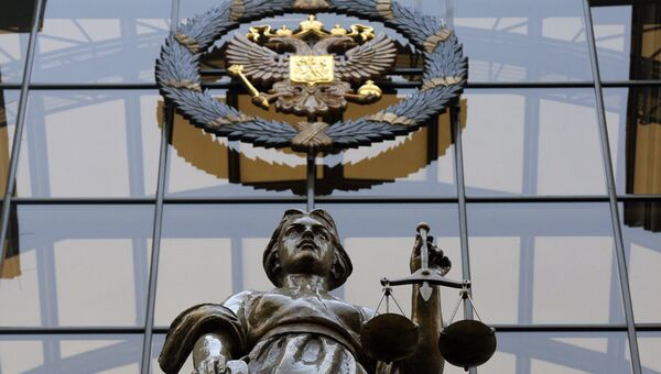 Статуя Фемиды на фасаде здания Верховного суда России в Москве. Архивное фото
