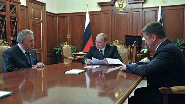 В.Путин встретился с В.Ишаевым и Е.Додом