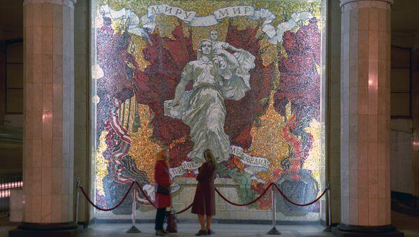 Мозаичное панно Победа на станции Автово. Архивное фото
