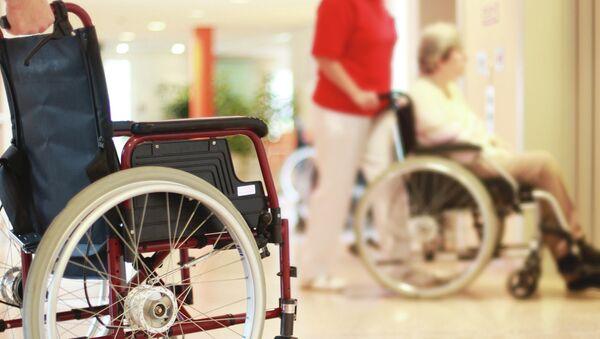 Люди в инвалидных креслах. Архивное фото.