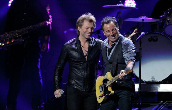 Джон Бон Джови и Брюс Спрингстин на благотворительном рок-концерте 12-12-12