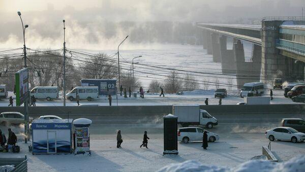 Остановка Речной вокзал на улице Большевистская в Новосибирске, архивное фото