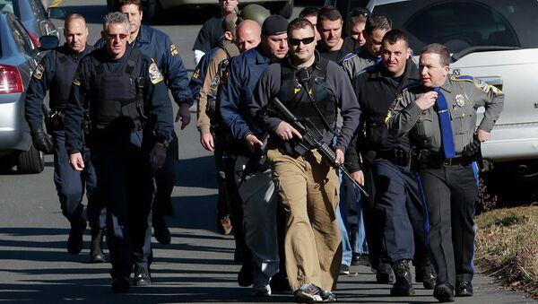 Ситуация после стрельбы в школе Ньютауна (штат Коннектикут)
