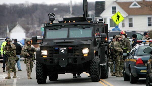 В городе Уэбстер в округе Монро житель штата Нью-Йорк застрелил двух прибывших по вызову пожарных и ранил еще двоих
