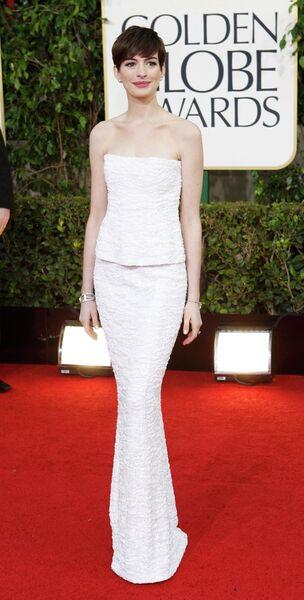 Актриса Энн Хэтэуэй на церемонии вручения премии Золотой глобус
