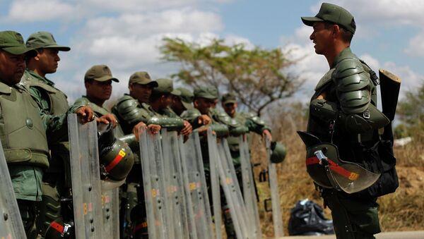 Оцепление вокруг бунтующей тюрьмы в Венесуэле