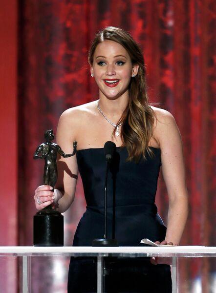 Актриса Дженнифер Лоуренс на 19-ой церемонии вручения премии Гильдии киноактеров США
