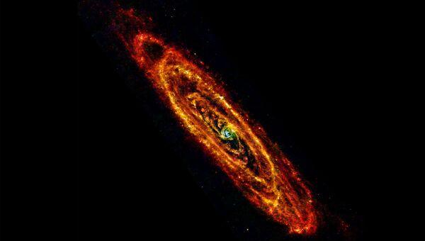 """Снимок галактики Андромеды в инфракрасном диапазоне, полученный европейским орбитальным телескопом """"Гершель"""""""