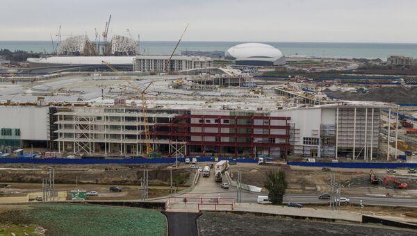 Вид на строительство Олимпийского парка. На первом плане - строительство Главного олимпийского медиацентра.
