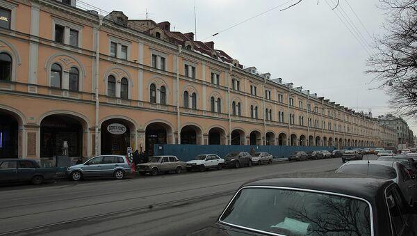 Торговый центр Апраксин двор в Санкт-Петербурге, архивное фото.