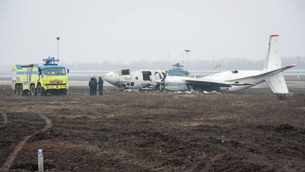 Обломки упавшего самолета Ан-24 под Донецком