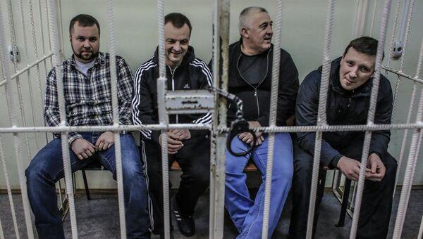 Бывший сотрудник МВД Максим Каганский (слева), обвиняемый в покушении на мошенничество