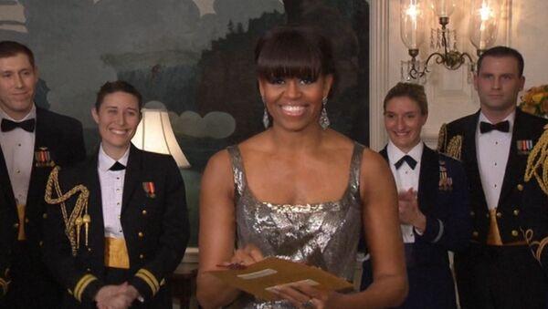 Мишель Обама в блестящем сером платье объявляла победителя Оскара