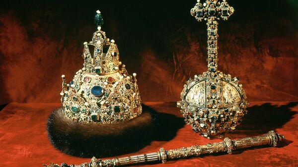 Символы царской власти - венец, скипетр и держава