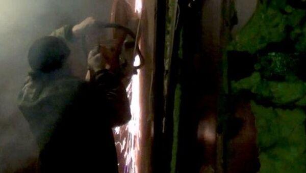 Полицейские сломали стену дома, чтобы попасть в подпольное казино