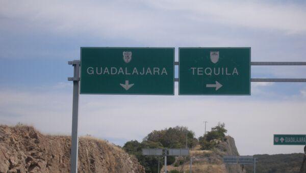 Указатель на деревню Текила, Халиско, Мексика. Архив
