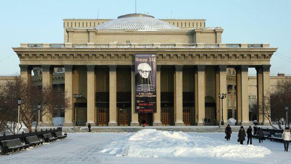 Здание Государственного академического театра оперы и балета (НГАТОБ) в Новосибирске